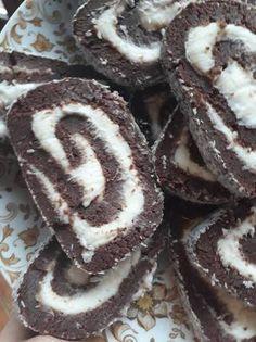 Mascarponekrémes kókusztekercs Cookies, Sweet, Recipes, Food, Crack Crackers, Candy, Biscuits, Recipies, Essen
