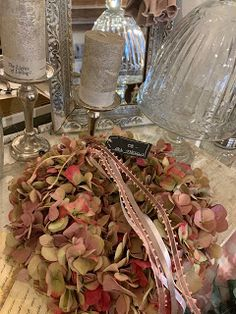 Les michous Table Decorations, Painting, Furniture, Home Decor, Art, Art Background, Decoration Home, Room Decor, Painting Art