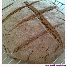 schnelles Brot - Rezept  Magdalenas Rezept für ein schnelles Brot mit Hefe vegetarisch vegan laktosefrei Bread, Food, Delicious Vegan Recipes, Quick Bread, Bakken, Brot, Essen, Baking, Meals