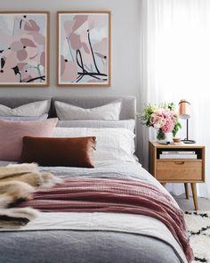 Bedroom decor ideas for teenagers; Small and warm cozy bedroom ideas; Pink and gray bedroom, minimalist home design. Girly Bedroom Decor, Trendy Bedroom, Cozy Bedroom, Bedroom Ideas, Eclectic Bedrooms, Master Bedroom, Bedroom Inspo, Bedroom Neutral, Bedroom Inspiration