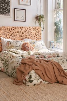 Daniella Floral Comforter | Urban Outfitters