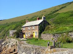 Cottage at Port Quin by Peter Sillifant