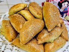 Πεντανόστιμα πατατοπιτάκια για το σχολικό κολατσιό! Hot Dog Buns, Hot Dogs, Greek Recipes, Pretzel Bites, French Toast, Bread, Breakfast, Food, Christmas