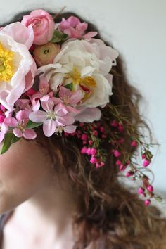 DIY floral hair garland comb as featured on The Bride's Cafe by Honey of a Thousand Flowers. Love Flowers, Diy Flowers, Flowers In Hair, Beautiful Flowers, Wedding Flowers, Corona Floral, Hair Garland, Floral Headpiece, Floral Hair