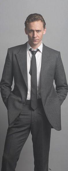 Tom Hiddleston as Dr Robert Laing in High-Rise. Full size image: https://i.imgbox.com/TwxPkm1k.jpg Source: https://twitter.com/HighRise_JP/status/776728705003458561