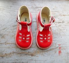 French vintage 70's / kids / sandal shoes / by Prettytidyvintage