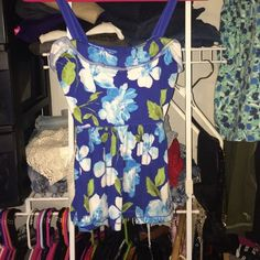 floral top I bundle and willing to take any offers! Hollister Tops
