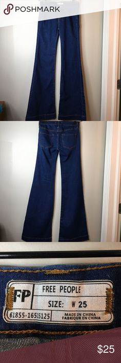 Free People Bell Bottom/Flare Jeans - Size 25 Pre-owned, like new Free People bell bottom/flare jeans in size 25. FLASH SALE: 4/7 only. Price will go back to $25 in the morning. Get it now with the new low price and reduced shipping cost Free People Jeans Flare & Wide Leg