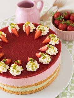 Pistachio Cream, Pistachio Cake, German Cake, Cake Platter, Strawberry Filling, Just Bake, Sweet Cakes, Fun Cooking, Food Cravings