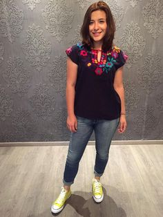 Mexican blouse top embroidered colourful traditional muslin cinco de mayo day of… Mexican Top, Mexican Blouse, Mexican Party, Mexican Style, Hippie Style, My Style, Sugar Skull, Latina, Street Fashion