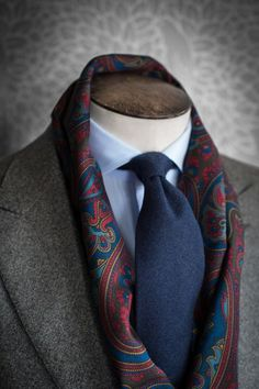 Such a beautiful men's scarf. Elegant, sophisticated, detailed.
