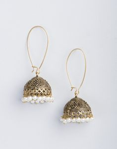 Wedding Earrings Take any ensemble from simple to simply dazzling in these beautiful earrings. Gold Jhumka Earrings, Indian Jewelry Earrings, Jewelry Design Earrings, Bridal Earrings, Women's Earrings, Bridal Jewelry, Gold Jewelry, Jewelery, Metal Jewellery