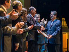 El Gobernador Gabino Cué entrega reconocimientos a personal administrativo, docente y directivo de este sistema, en el marco de su XX Aniversario.