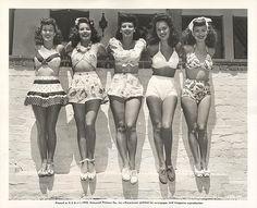 Miss Rockabilly - Inspired Pin Up Fashion — Vintage swimsuits. Foto Fashion, 1940s Fashion, Fashion History, Vintage Fashion, Fashion Guide, 1950s Summer Fashion, Beach Fashion, Nail Fashion, Swimwear Fashion