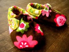 Fabric Baby Booties    I can't wait to try them on the baby!!  #tutorial