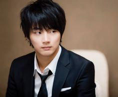 Yoon Shi Yoon Will Not Be Enlisting in the Marines in April: March 4, 2014