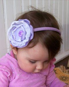Tiara forrada e flore de tecido com botão