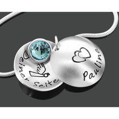 Eine schöne Taufkette mit Namen und Datum. Die Kette ist komplett aus 925 Sterling Silber. In der Mitte des Anhängers hängt ein Geburtsstein.