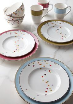 Lenox Kate Spade Bright Dots Dinnerware Four-Piece Place Setting traditional dinnerware Kate Spade Party, Crackpot Café, Casual Dinnerware Sets, Black Dinnerware, Traditional Dinnerware, Vase Deco, Kitchenware, Tableware, Crockery Set