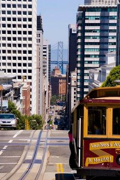 City getaways - An icon of San Francisco, California, the world's last manually-operated cable car system. Click for tips.