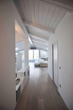 Low Budget Home Decoration Ideas Loft Design, Interior Design Living Room, Home Interior Design, House Styles, House Design, White Loft, House Interior, Interior Architecture, White Interior Design