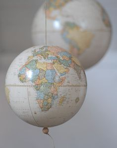 more globe-action..maybe in the livingroom, near the bookshelf with all the travel guides..