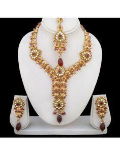 Luxurious Kundans & Stones Necklace Set Item code : JWT307