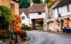 House over the road at Picturesque Castle Combe, Wiltshire, England-L.jpg (800×501)