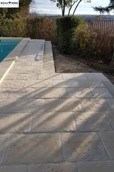 Création d'une plage de piscine End of construction: creation of a pool deck and raised copings, in