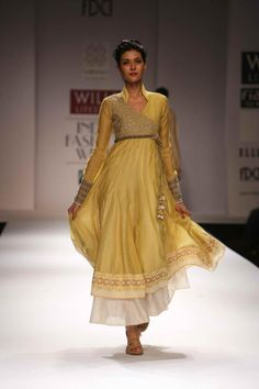 Wills Lifestyle Fashion Week Spring/Summer Day 5 - Sarees & Indian Fashion Lakme Fashion Week, Bridal Fashion Week, India Fashion, Ethnic Fashion, Asian Fashion, Indian Attire, Indian Wear, Indian Dresses, Indian Outfits