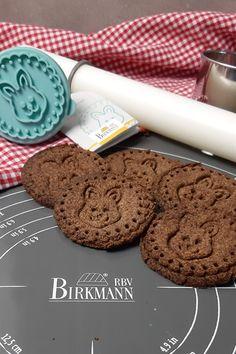Keto Osterkekse - schokoladige Lowcarb Kekse Cookies, Food, Savory Foods, Sweet Desserts, Yummy Food, Food And Drinks, Butter Cookies Recipe, Oat Cookies, Healthy Snack Foods