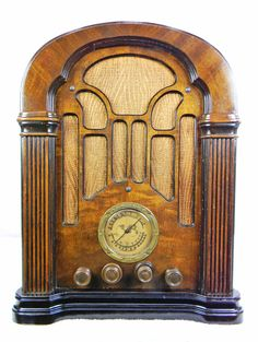 Atwater Kent 206 Cathedral (1934) Antique Radio with AM/SW and mini-jack installed