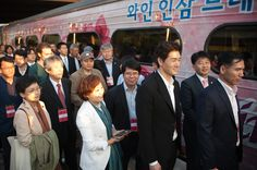 엄기영 조직위원, 안혜영 조직위원, 김상회 경기도의원, 유지태 집행위원 / DMZ를 향하는 사람들의 얼굴엔 저마다 기쁨이 어려있다.
