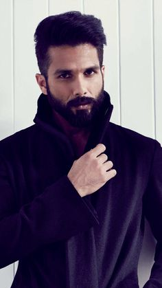Free latest HD wallpapers for Desktop PC, iPad, iPhone, Android phone Mens Hairstyles With Beard, Cool Hairstyles For Men, Indian Hairstyles, Bollywood Actors, Bollywood Celebrities, Green Suit Men, New Photo Style, Salman Khan Wallpapers, Bollywood Hairstyles