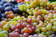 Delectable grapes. Yum! South Lake Union, Seattle Neighborhoods, Pike Place Market, Downtown Seattle, Vegetable Seasoning, Farmers Market, Vegetables, Fruit, Vegetable Recipes