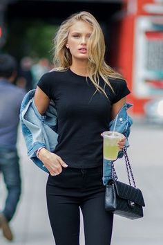 Model Romee Strijd is seen in the Meat Packing District on May - - Model Romee Strijd is seen in the Meat Packing District on May Romee Romee Strijd Visits New York City Uni Outfits, Summer Outfits, Fashion Outfits, Womens Fashion, Model Outfits, Look Fashion, Winter Fashion, Style Casual, My Style