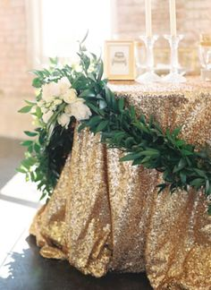 nice 55 Gorgeous Christmas Décoration Ideas with Sparkling Gold Theme  https://about-ruth.com/2017/10/25/55-gorgeous-christmas-decoration-ideas-sparkling-gold-theme/