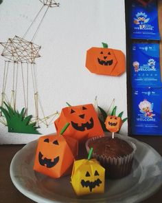 🎃🎃🎃 #pumpkin #cranberry #pumpkinmuffins #elvanagyerek #halloweendecor #papirosszoszmotoles #szatidizájn #Kókaphotó #tökfejek #autumn… Coron, Birthday Cake, Halloween, Desserts, Instagram, Tailgate Desserts, Deserts, Birthday Cakes, Postres