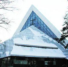 Hyvinge kyrka (finska: Hyvinkään kirkko) är en kyrkobyggnad i finska Hyvinge. Den är församlingskyrka i Hyvinge församling inom Evangelisk-lutherska kyrkan i Finland.  Kyrkobyggnaden, ritad av arkitekten Aarno Ruusuvuori, är uppförd i modernistisk stil. Den invigdes den 19 januari 1961 och renoverades 1987. Klocktornet och klockorna är från 1960. Bland inventarierna finns en 35-stämmig orgel tillverkad 1977 av Hans Heinrich orgelbyggeri.