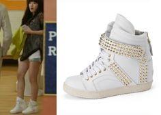 Always love sneaker like this <3 #SuecommaBonnie Gold Stud #HighTop #Sneakers #Kdrama #TrotLovers #트로트의연인