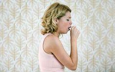Tosse nervosa: sintomi, rimedi e cosa fare - I sintomi della tosse nervosa sono individuabili dal fatto che essa è stizzosa, secca e persistente. Come rimedi ci sono le sostanze naturali o un percorso psicoterapeutico adeguato.