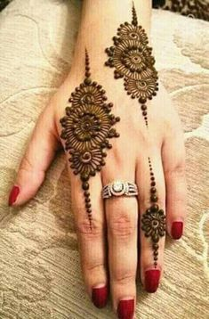 Explore latest Mehndi Designs images in 2019 on Happy Shappy. Mehendi design is also known as the heena design or henna patterns worldwide. We are here with the best mehndi designs images from worldwide. Henna Hand Designs, Mehndi Designs Finger, Henna Tattoo Designs Simple, Mehndi Designs 2018, Modern Mehndi Designs, Mehndi Design Pictures, Mehndi Designs For Girls, Mehndi Designs For Fingers, Mehndi Designs For Hands