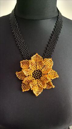 Seed Bead Flowers, Beaded Flowers, Seed Bead Jewelry, Bead Jewellery, Handmade Beaded Jewelry, Handmade Necklaces, Colar Boho, Beaded Brooch, Beaded Ornaments