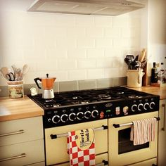 Metro kitchen tiles and cream Belling Classic 100 range cooker (via Flickr) I MUST HAVE THIS!!!!