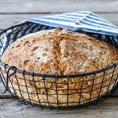 «Sissels grovbrød» fra 2010 er en av de mest populære brødoppskriftene på bloggen. Sjekk ut dagens oppskrift på @trinesmatblogg - en eltefri variant av det populære brødet. #bakeglede #brodogkorn #trinesmatblogg #f52grams #thefeedfeed #foodphoto #foodphotograph #godtno #nrkmat #eltefritt #nokneadbread Korn, Banana Bread, Muffin, Food And Drink, Squash, Breakfast, Desserts, Recipes, Tailgate Desserts
