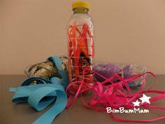 Bottiglie sensoriali neonato - Semplicissime bottiglie sensoriali neonato da realizzare con cose che hai già a casa. Un bellissimo gioco fai da te per bambini piccoli! BimBumMam