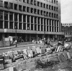 Kronprinsesse Märthas plass med barrikade 1940-1945