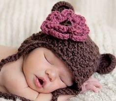 Google Afbeeldingen resultaat voor http://www.artfire.com/uploads/product/1/331/35331/2835331/2835331/large/crochet_bear_hat_-_ear_flap_-_detachable_flower_clip_-_made_to_order_884cfd45.jpg