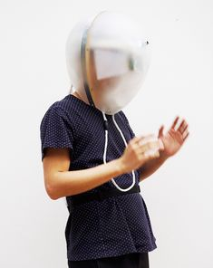 This Dementia Simulator headset designed by Central Saint Martins graduate Di Peng lets wearers experience symptoms of the disease for… Interactive Installation, Interactive Design, Installation Art, Graduation Project, Central Saint Martins, Design Show, Pop Design, Design Lab, Sketch Design