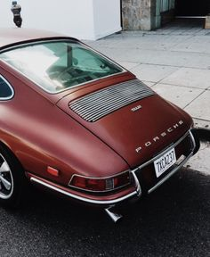 Can we order this vintage Porsche 911 but with an electric engine? We already hear all the gasoline-maniacs screaming 🙂 Can we order this vintage Porsche 911 but with an electric engine? We already hear all the gasoline-maniacs screaming 🙂 Porsche 912, Porsche 911 Cabriolet, Porsche Logo, Cayman Porsche, Porsche Girl, Black Porsche, Toyota Prius, Retro Cars, Vintage Cars